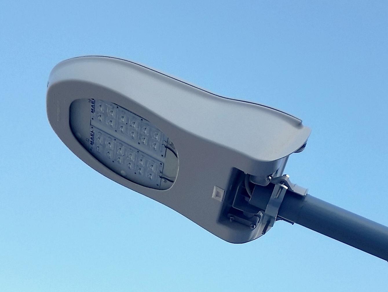 Plafoniere Per Lampioni Stradali : Lampione fotovoltaico u2013 m.a.el. srl